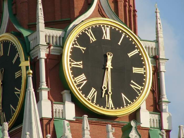 Первые башенные часы в России